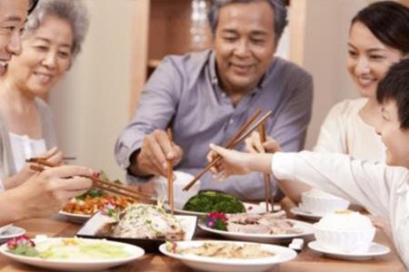 改习惯、强意识 共同推进公筷公勺行动