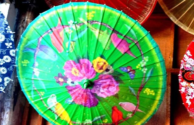 """""""泸州分水名家手绘油纸伞厂""""最近专门制作了直径3米的油纸伞,并在难度"""