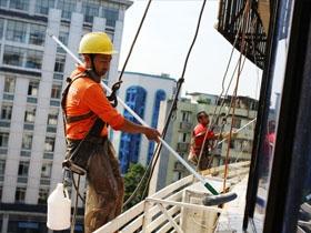 泸州:清洗大楼外墙