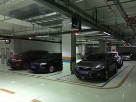 摩尔国际广场停车场