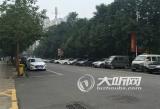 泸州市民建议取消香颂半岛小区东门外停车位
