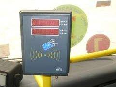 分段计价的公交车下车时忘了刷卡怎么办?