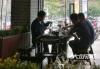 [我们的节日·中秋]节日外出聚餐成风气 市民文明用餐成习惯