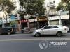 泸州:临时占道车位被商家占用 影响市民停车谁来管?