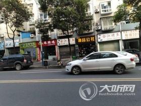 临时占道车位被商家占用 影响市民停车谁来管?