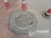 泸州:井盖破损存安全隐患 城管部门及时处理