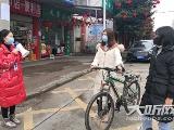 泸县:小区排查、赶集劝导   哺乳期妈妈上一线