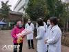 治愈之路全程有爱 | 泸州68岁危重患者:他们陪着我