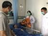 泸州:大妈心脏病突发昏倒路边  女医生跪地救人