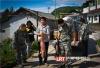 泸州:扶贫猪崽送到家 军民携手齐奔康